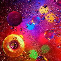 kleurige olie