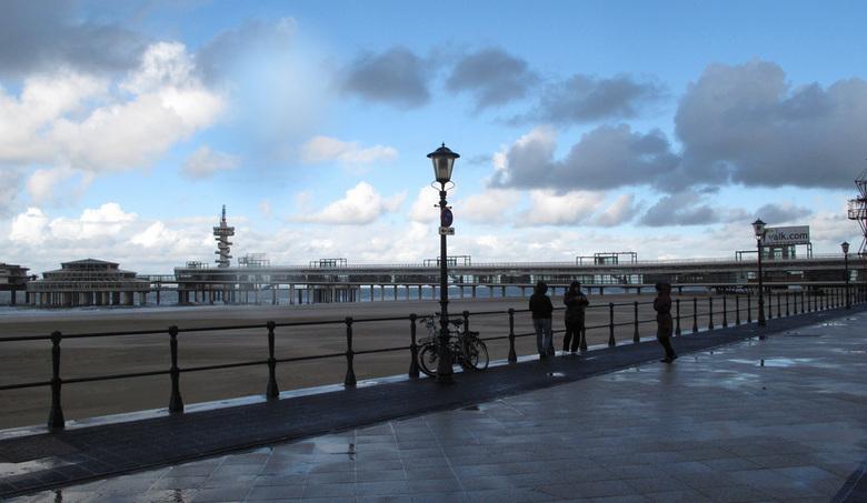2013 10 de pier.jpg - een dag na de grote storm alles weer rustig<br />
