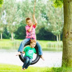 kinderfotografie broertjes spelen in autoband