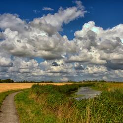 Het zijn de wolken achter Oethoezen....