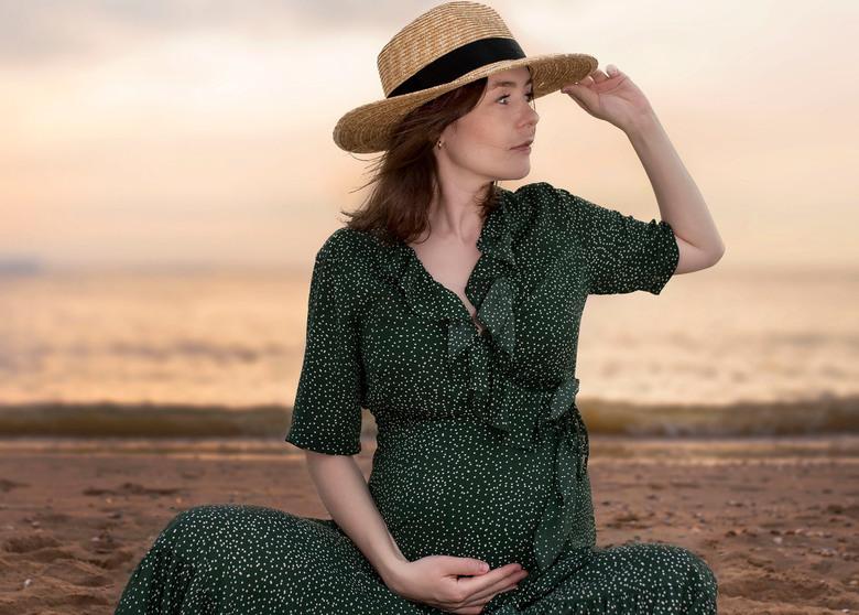 Zwangerschap Fotoshoot met Zonsondergang - Het gouden uurtje
