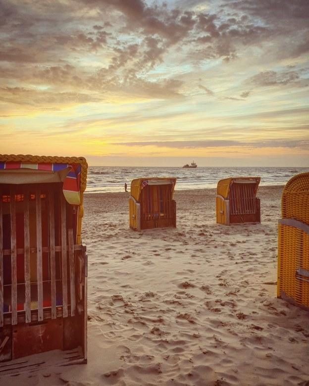 Beach chairs - Egmond aan zee<br /> 1/328s - F2.4 - ISO50 - 4,3mm