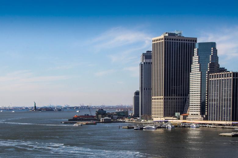 New York havengebied - Havengebeid New York met vrijheidsbeeld links zichtbaar.