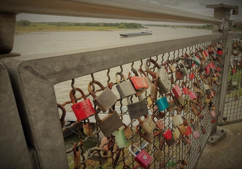 Locked gate - Aan de Rijn Duitsland, Wesel