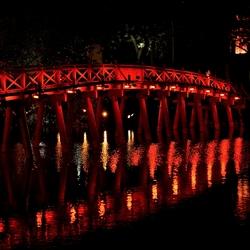De rode brug.