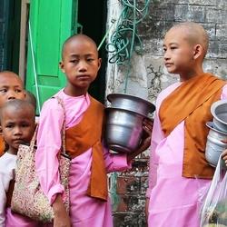 Meisjes monniken in Myanmar.