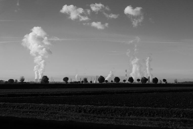 Antwerpen - Industrie - Zicht op de BASF-site van de haven van Antwerpen. Genomen vanaf de snelweg (a4).