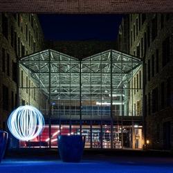 lichtbal bij gebouw