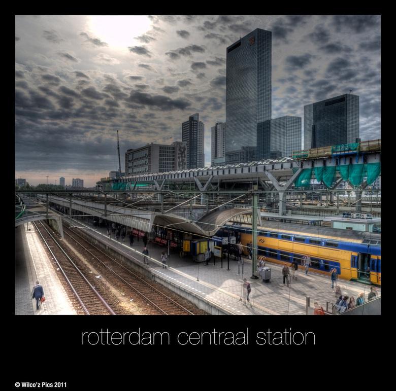 Rotterdam CS HDR - Mysterieus en surrealistisch.
