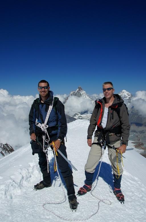 op de top van de breithorn - 1 augustus 11:15 met mijn zwager (links) op de top van de breithorn 4164m hoog, op de achtergrond is de matterhorn te zie