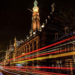 de bus en het stadhuis