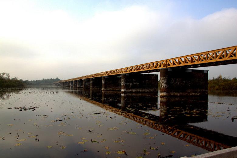 Halve Zolenlijn - De Langstraatspoorlijn, in de volksmond ook wel Halve Zolenlijn genoemd. Dit is de 600 meter lange Moerputtenbrug.