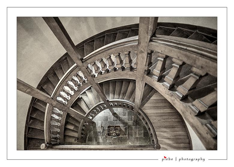 Chateau Modave Belgie - Ik ben weer terug van vakantie en ga weer foto's uploaden. Hierbij een foto van een wenteltrap uit het prachtige kasteel