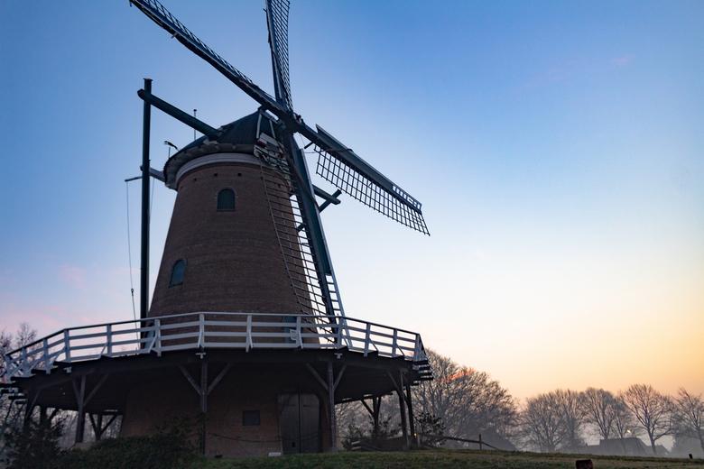 de windhond - Deze foto heb ik vanochtend gemaakt bij de windhond in soest. Ik ben vroeg op gestaan om met mijn camera naar deze plek te gaan.