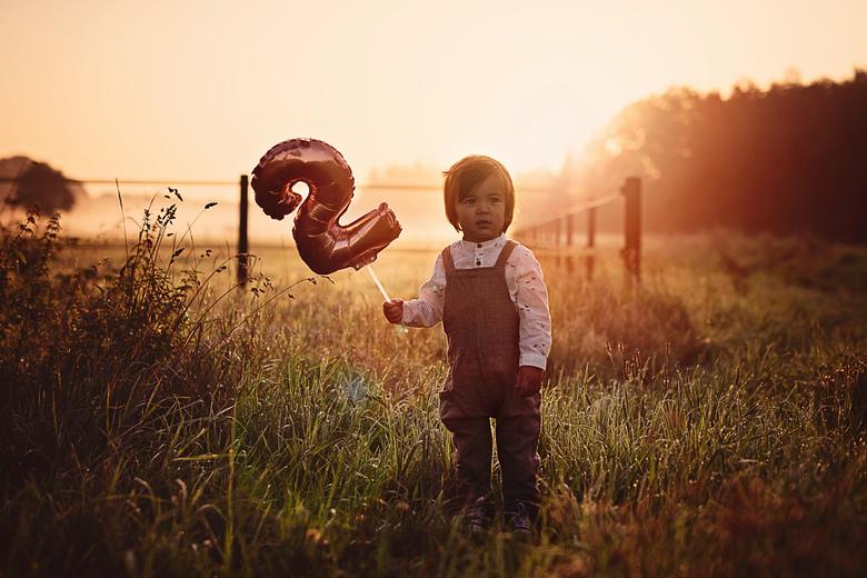 party time - Dit is mijn zoontje. Ik maakte deze foto een aantal weken geleden voor de uitnodiging voor zijn verjaardag. De wekker stond heel vroeg en