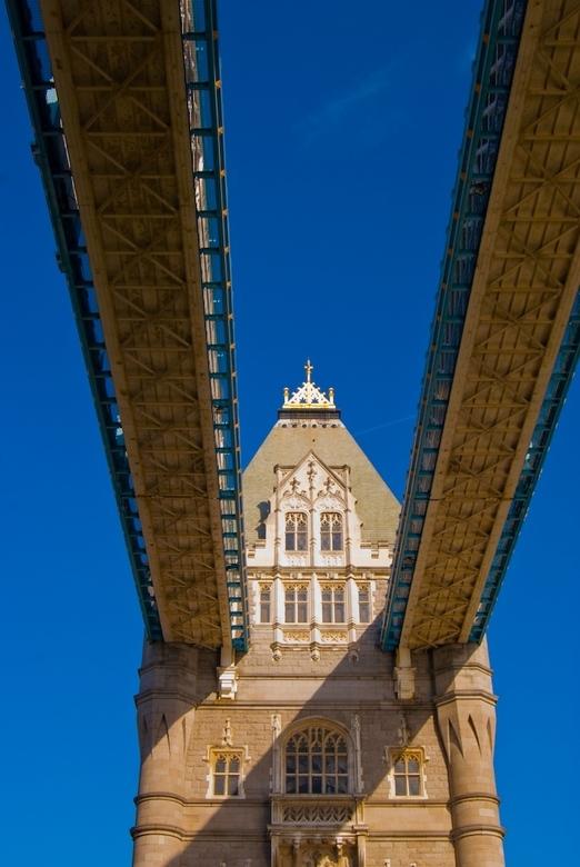 Tower Bridge - Gisteren 12 graden en de eerste lentezon in London.