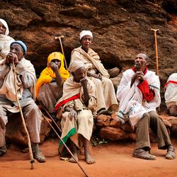 Pelgrimgangers in Ethiopië wachtend tijdens het Timkat festival.