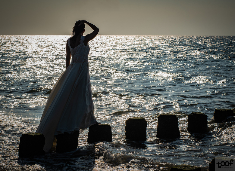 A waiting bride... -