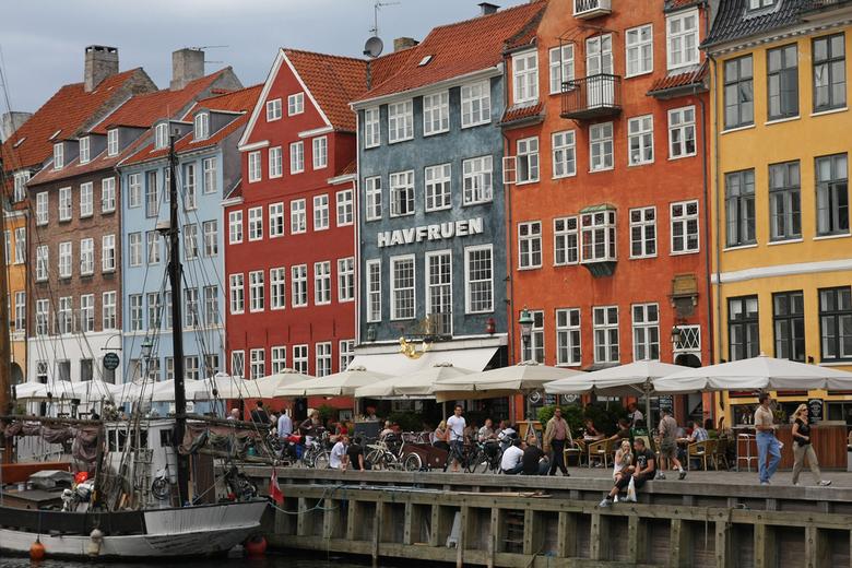 Nyhavn - Nyhavn, Kopenhagen. Al zo vaak gefotografeerd, maar het blijft mooi.