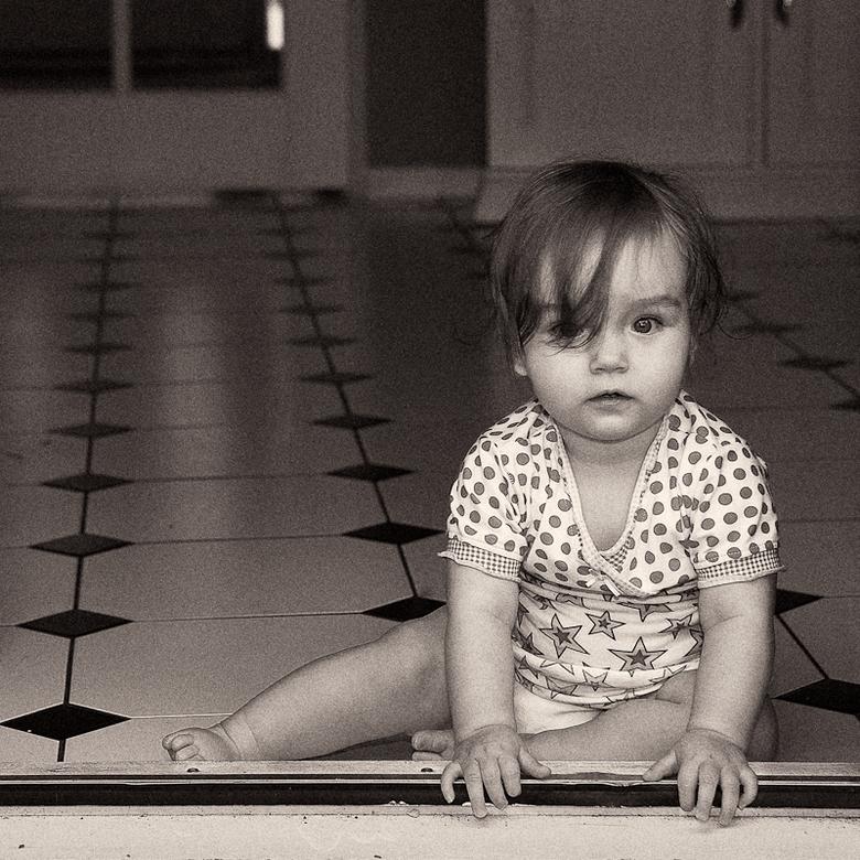 Nicki 1 jaar - Mijn dochtertje is net 1 jaar geworden, vond ik wel een mooi moment voor een portretje.