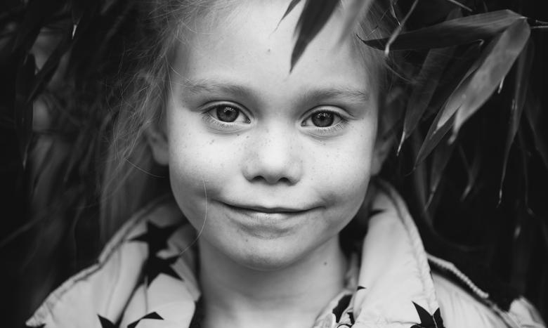 Tantezeggertje - Model staan is met de paplepel ingegoten... <br /> <br /> Mooie pure Nikki.. 4 jaar oud.