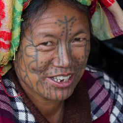 vrouw met tattoeages.jpg