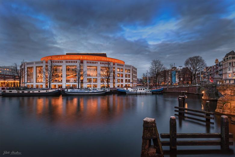 Stopera - Stopera - Amsterdam vlak voor het 'blauwe uurtje'.