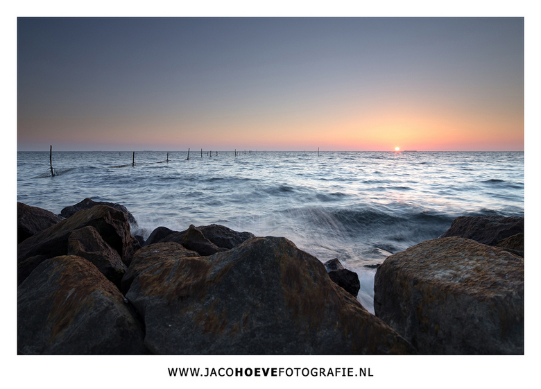 Zonsondergang - Prachtige zonsondergang aan het IJsselmeer.