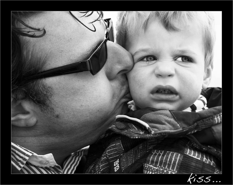 Kiss... - Vaderliefde