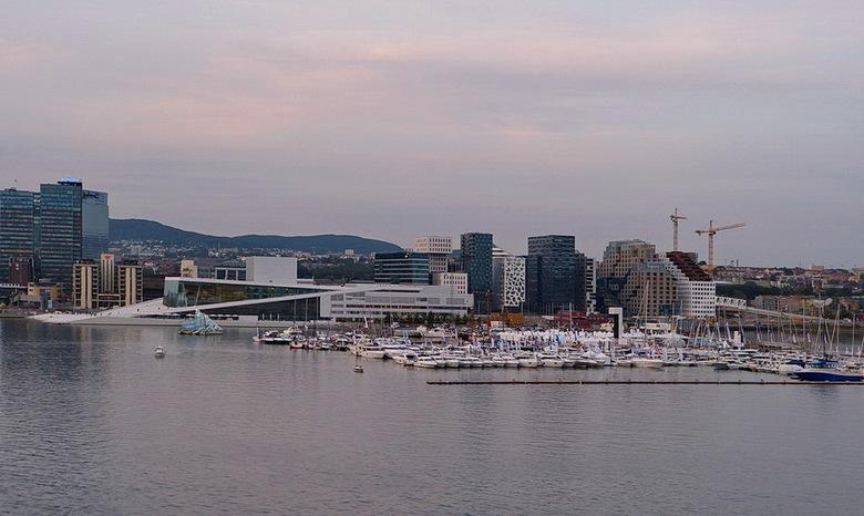Oslo Noorwegen. - Vanaf de boot van de Stena Line, de skyline van Oslo.<br /> <br /> 7 september 2013.<br /> Groetjes Bob.