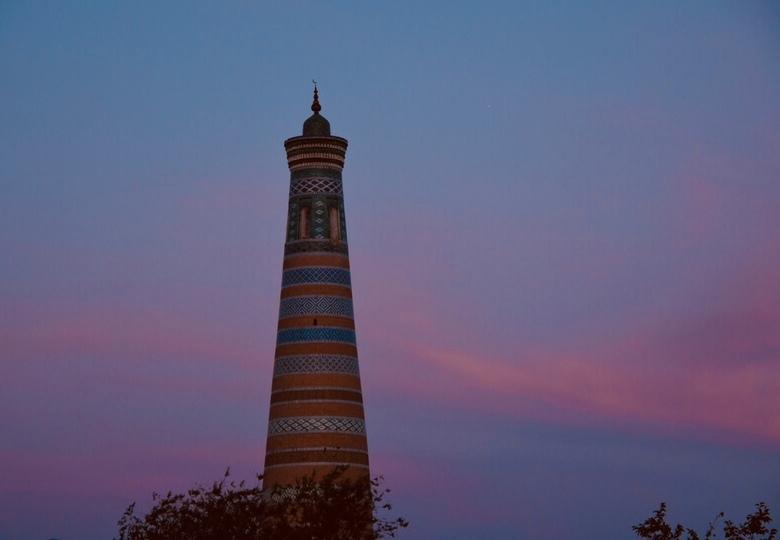 Minaret in de avond