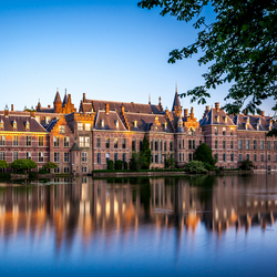Den Haag Binnenhof vangt de laatste zonnestralen