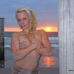 Linda met zonsondergang