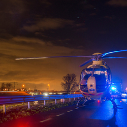 Traumahelikopter in de nacht