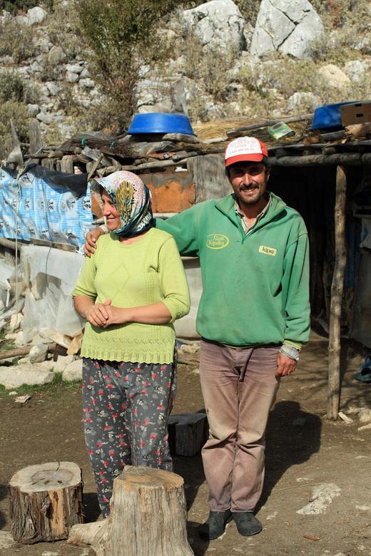 Halfnomaden in Kemer  - Net terug van Turkije ,Kemer .Een bezoek gebracht aan een familie die nog leven als (half) nomaden ,hier bij hun zomerkamp waa