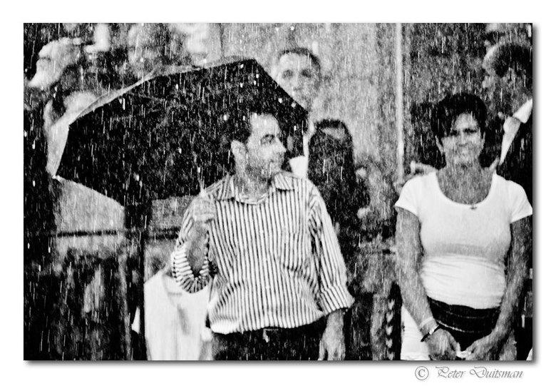 Raining Cats &amp; Dogs - ..het was letterlijk een muur van water wat er viel. <br /> Apart om mee te maken..,de straten veranderden razendsnel in ri