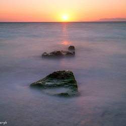 2 rotsen en een zon...