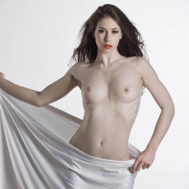 white nudity - foto gemaakt tijdens een workshop. Dank aan het model Victoria