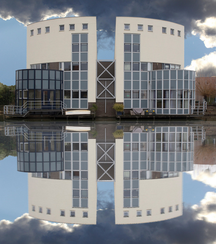 Spiegelbeeld - Woning in spiegelbeeld