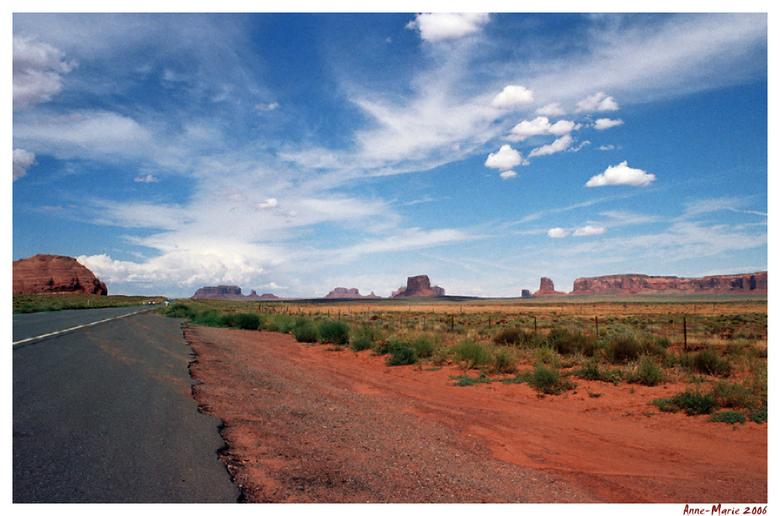 Bewerking: The road to nowhere... - Ik heb de horizon rechtgetrokken en een paar kleine oneffenheden weggehaald.