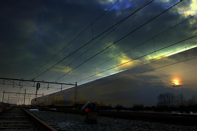 Last train to heaven - Helaas door tragische omstandigheden lange tijd niets aan fotografie en zoom kunnen doen. Met de titel van deze foto is alles g