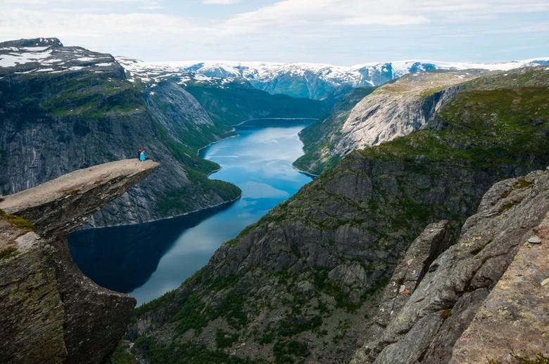 Overgave aan de natuur - Als miertjes bewogen wij ons door de prachtige landschappen van Noorwegen. Sprakeloos door de oneindige uitzichten. Eventjes