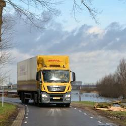 DHL op de IJsseldijk