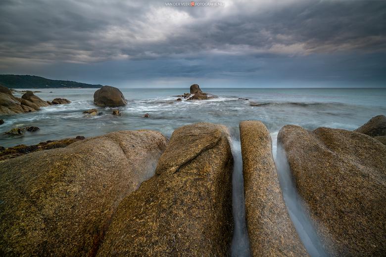 Pointe du Canadel - Zelden zoveel moeite gedaan voor een foto als hier. Golven die iedere twintig seconden kapot sloegen tegen de stenen vlak voor me,