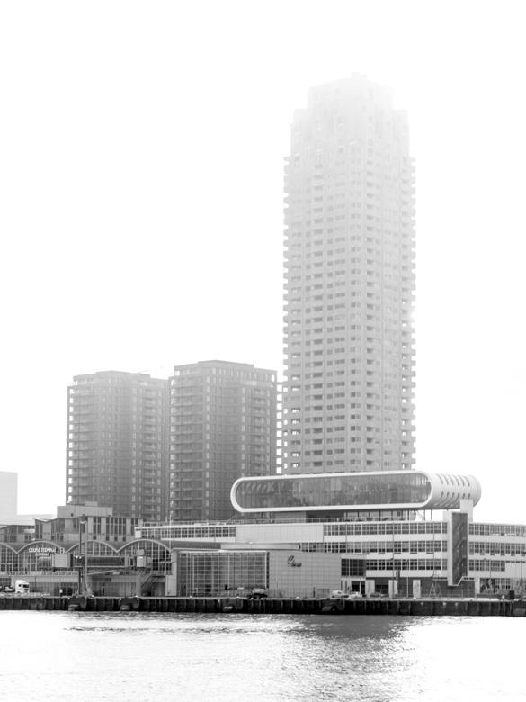 September mist - New Orleans en de nieuwe Boston en Seatle met op de voorgrond Las Palmas en de Cruise terminal in de ochtend mist.