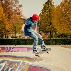 Jonge skater in het park