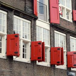 Rode luiken in Dordrecht
