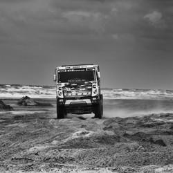 rally truck op het strand