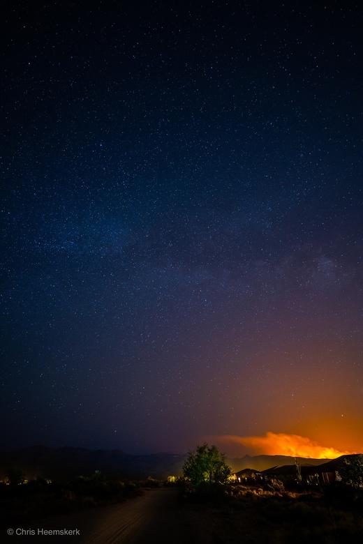 Milky Inferno - Geschoten op zaterdagavond 13 Juni omstreeks 11pm in Cave Creek, Arizona (woonplaats). <br /> <br /> De bosbranden op de foto hebben