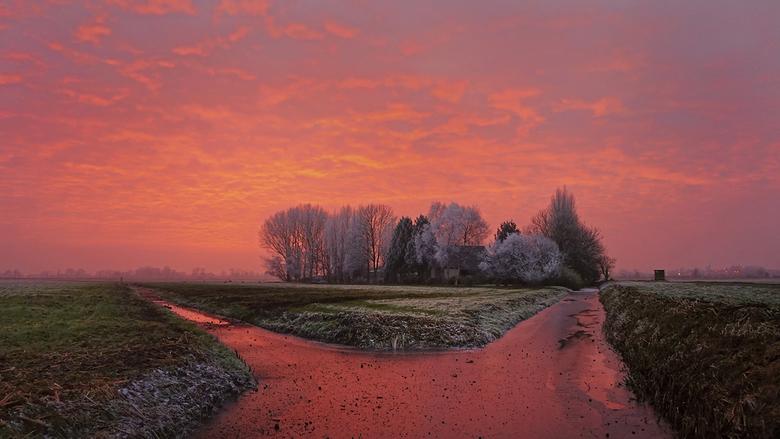 Zonsondergang bij Weesp - Deze foto heb ik afgelopen woensdagmiddag, ook al weer op de terugwerg van mijn werk, gemaakt in de buurt van Weesp